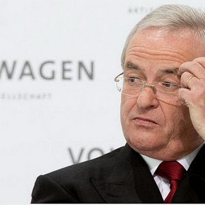 Martin winterkorn resigns as VW CEO
